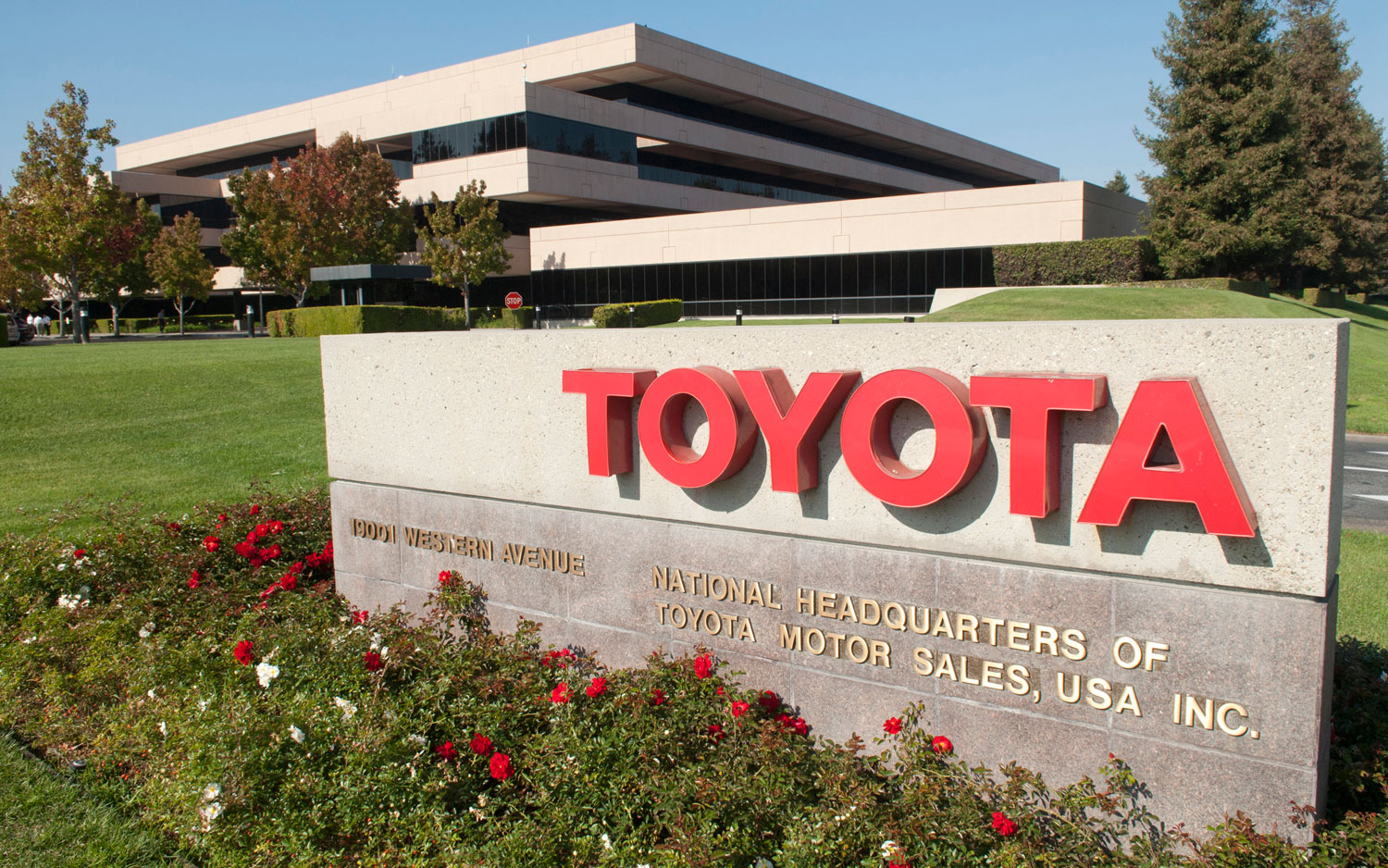 Toyota headquarter address and customer service contact details
